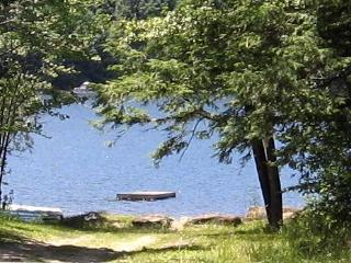 Quiet Comfortable Cabin 5 Min. Walk to Lake