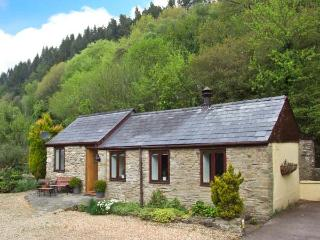 THE GRANARY, in the Forest of Dean, walks and cycle paths, with off road parking and a garden, in Lydbrook, Ref 18524