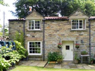 TRANMIRE COTTAGE, stone cottage with en-suite, open fire, character, garden in Lastingham Ref 18645