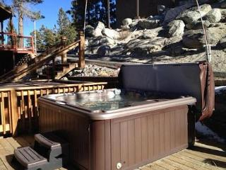 Cozy Ski Condo with Lake View, East Peak Loop (SL307B), Stateline