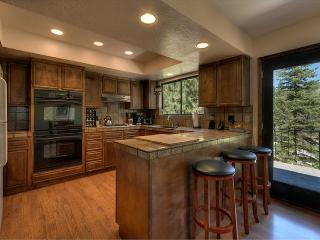 Cozy Tahoe Getaway, Spacious 4 bedroom,Hot Tub, BBQ (SL271)