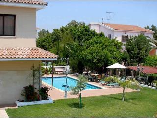 Reginas 4 bdr villa,private pool,wi-fi,2 km fm sea, Oroklini