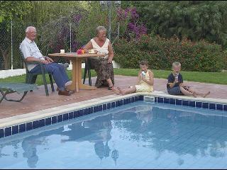 Reginas 4 bdr villa,private pool,wi-fi,2 km fm sea
