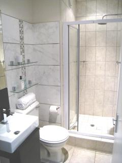 Seperate shower, 2nd bathroom
