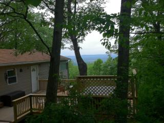 Mountain cabin w/ hot tub + Shenandoah Valley view, Front Royal