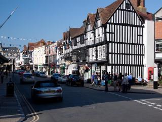 4 College Lane, Old Town, Stratford-Upon-Avon.  Beautifully renovated close to town. Free WI-Fi.