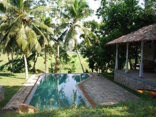 3 bedroom villa with swimming pool in Hikkaduwa