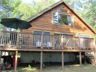 Riverside 3 bedroom/bath cabin near Baxter Park, Millinocket