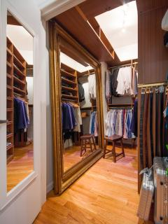 Walk-in closet / Dressing Room