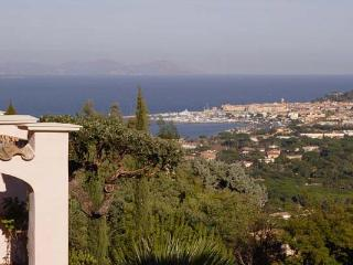 Secluded villa close to beach. AZR 317, Le Plan-du-Var