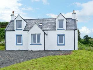 BAYVIEW HOUSE, wonderful house, sea views from all rooms, open fire in Carbost