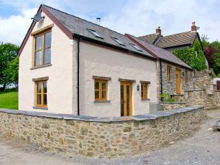 THE SMITHY, A luxury, split-level cottage with woodburner and woodland walks in St. Clears, Ref 18109, Carmarthen