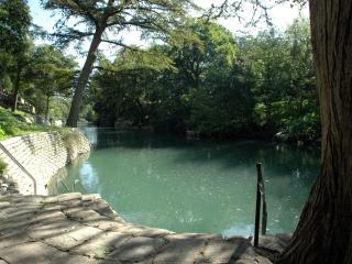 RIVER VIEW! Gorgeous 2/2 Camp Warneke Condo, New Braunfels