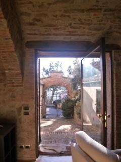 MAIN ENTRANCE HALL 'IL ROSETO'