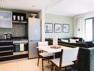 Deluxe 1-Bedroom Apartment in De Waterkant. WiFi included