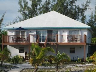 BEST BEACH APARTMENT Sleeps 8-11, Great Exuma
