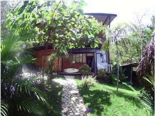 Cozy studio, TROPICAL PARADISE steps from Ocean, Playa Hermosa