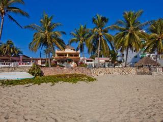Casa de la Reyna from the beach
