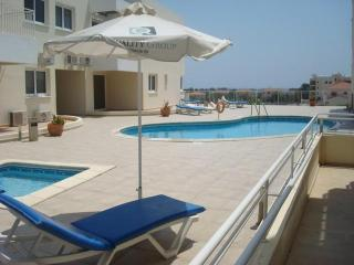 Luxury Oroklini Apartment,  2km from the beach