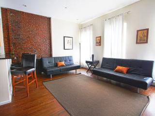 PLUSH AND SPACIOUS 2 BEDROOM FLAT IN MANHATTAN, New York City