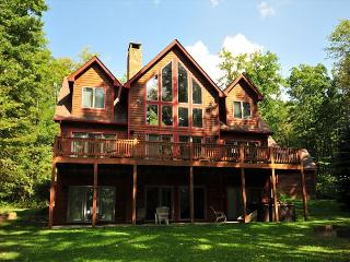 Beautiful Lake Front, Spacious Lawn; Horseshoes, Firepit and Dock Slip, Swanton
