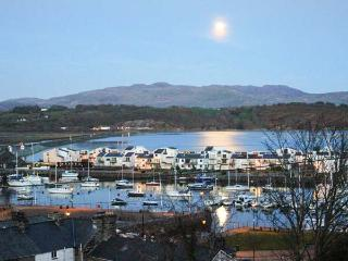 GARTH CRAIG magnificent views, family-friendly, near beaches in Porthmadog Ref