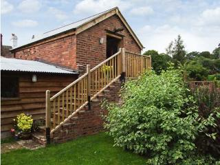 THE BREWHOUSE, near walks, off road parking, lawned garden, in Bridgnorth, Ref 1