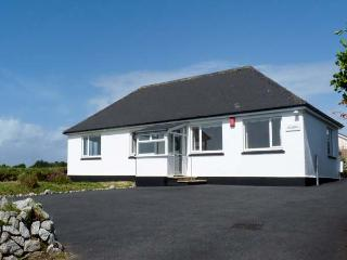 CRENDON, near beaches, off road parking, garden, in Illogan Downs Near Portreath