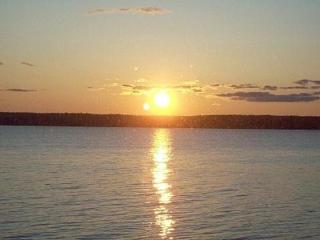 Quarterdeck 2 bedroom shore front fabulous sunsets, Trenton
