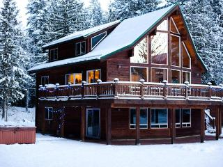 The Sky Lodge Amazing 3 BDRM & Hottub Stevens Pass, Skykomish