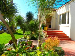Seaside Spanish 'Casa', Steps to Ocean, Surf!