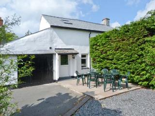 HILLRISE COTTAGE, character cottage, pet friendly, off road parking, village cen