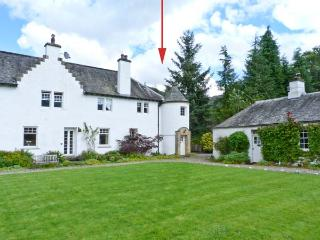 EAST TURRET, first floor apartment, with open fire, off road parking, and shared lawned garden, in Comrie, Ref 18746