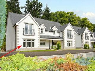 THE OAKS, RIVER COURT, ground floor apartment, off road parking, garden, close to river, in Invergarry, Ref 18883, Fort Augustus