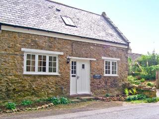 THE CYGNET, near Jurassic Coast, woodburner, off road parking, garden, in Crewke