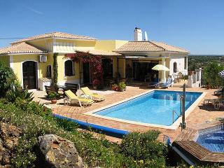 Luxury 4+ bedroom Algarve villa, with heated pool, Mexilhoeira Grande