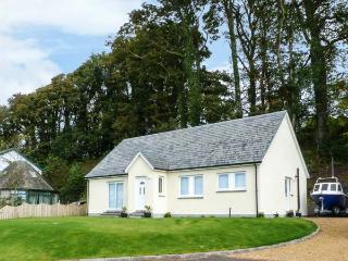 OSPREY VIEW, sea views, off road parking, with a garden, in Creetown, Ref 13348