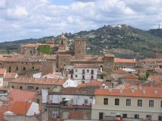 big sunny flat with great views, Caceres