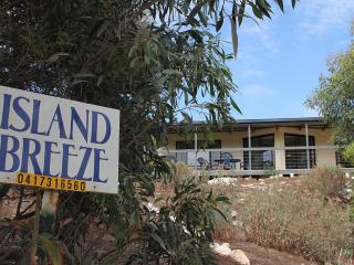 Island Breeze**** - beach, wildlife and comfort, Isla Canguro