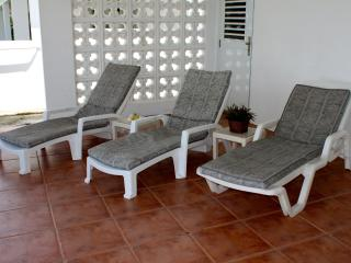 Patio with 6 chaise lounges