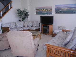 Living room with flat screen HDTV and 2 recliners