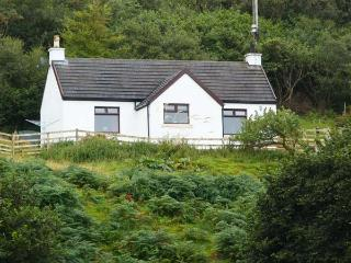 MARYS HOUSE, pet friendly cottage close to sandy beach, sea views, woodburner in Portuairk, Kilchoan Ref 18280