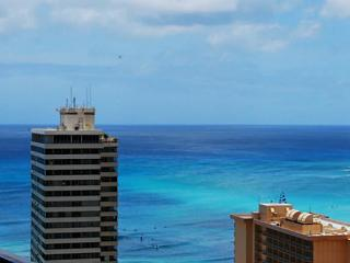 Ocean View Updated Condo in the heart of Waikiki, Honolulu