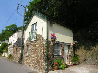 RIVEV Cottage situated in Weare Giffard