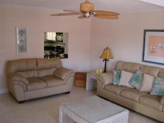 Spacious livingroom with HD flat panel TV