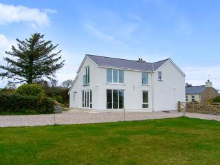 BRON GORS, detached cottage with woodburner, granite worktops, en-suites, 5 acre