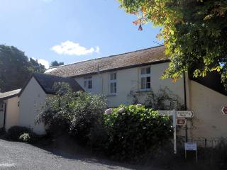 THEBE Cottage situated in Hartland (1ml N)