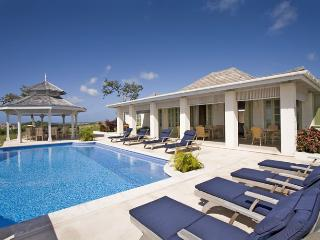 5 bedrooms all en suite, 4 receptions, pool, sea views, colonial style, modern technology (v), St. Vincent und die Grenadinen