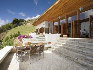 3 bedrooms, 3 bathrooms, plunge pool, beautiful gardens, soaring sunset and sunrise views. (v), Port Elizabeth