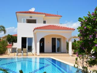 "Villa Sunrise ""your Beautiful Beach Front Villa"", Sotira"